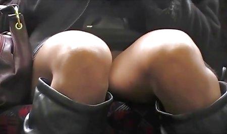 Lucu remaja pirang menonton milf bokep boneka sex masturbasi di sampingnya