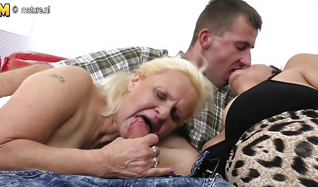 Dia akan tante sex hot menyembah kedua kaki